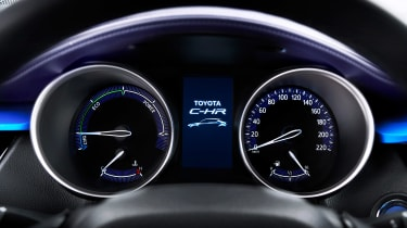 Toyota C-HR - gauges