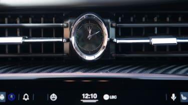Maserati Quattroporte Trofeo - clock