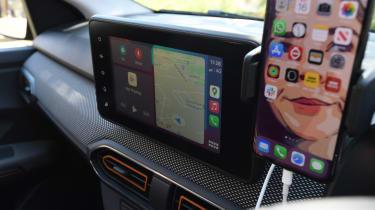 Dacia Sandero Stepway long termer - first report infotainment