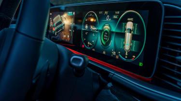 Mercedes GLS - screen