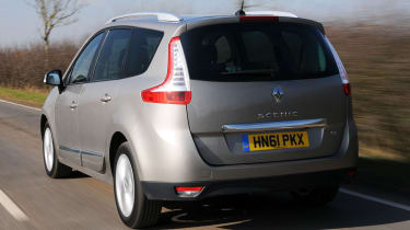 Renault Grand Scenic rear tracking