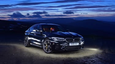 BMW M5 night