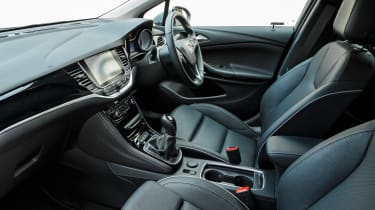 Vauxhall Astra 1.6 turbo - interior