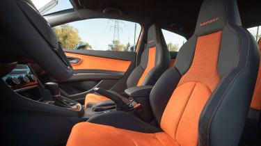 SEAT Leon Cross Sport - front seats
