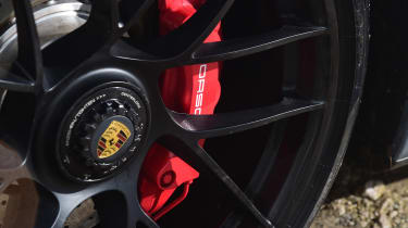 Porsche 911 Carrera 4 GTS - brake disc