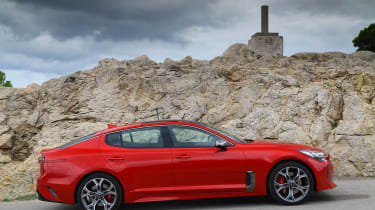 Kia Stinger - side