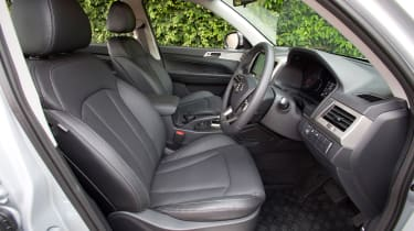 SsangYong Musso Saracen - front seats