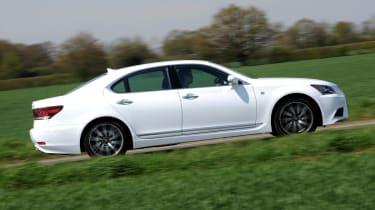 Lexus LS panning
