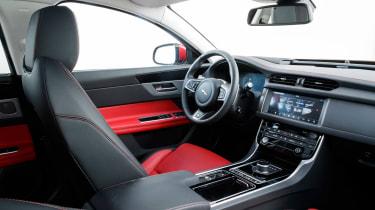 Jaguar XF Sportbrake 2.0 petrol R Sport interior