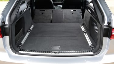 Audi A6 Allroad - boot seats down