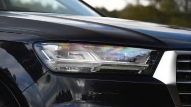 Audi Q7 e-tron - front light