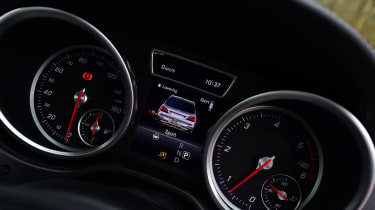 Mercedes GLS 350d AMG 2016 - instruments