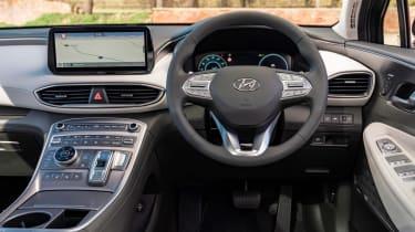 Hyundai Santa Fe Hybrid - dash