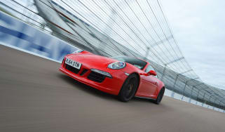 Porsche 911 GTS front tracking
