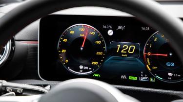 Mercedes A 250 e - dials