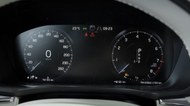 Volvo XC60 2017 - grey instruments