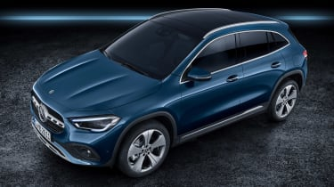 Mercedes GLA - above studio