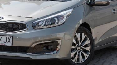 Kia Cee'd 2015 facelift - headlight