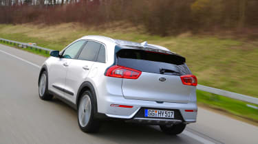 Kia Niro 2016 review - rear tracking
