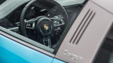 Porsche 911 Targa 4S 2016 - view inside