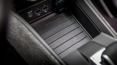 Renault ZOE - wireless phone charging