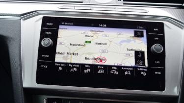 Volkswagen Passat Alltrack - maps