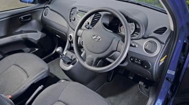 Hyundai i10 Blue interior