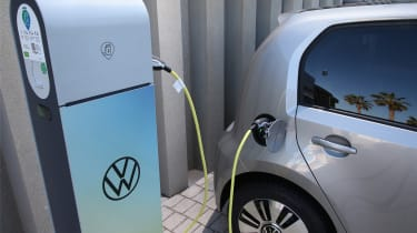 Volkswagen e-up! - charging