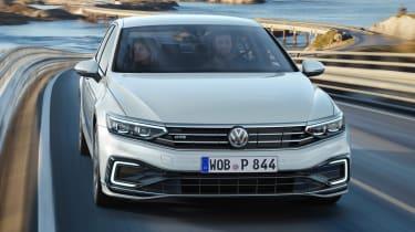 Volkswagen Passat GTE - front action