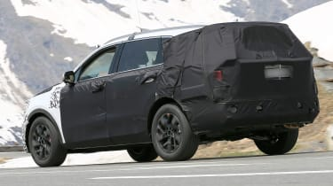 Kia Sorrento - spy shot - rear 3/4 tracking