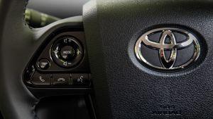 Toyota Prius steering wheel controls