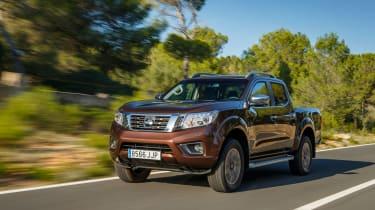 Nissan Navara NP300 2015 front tracking