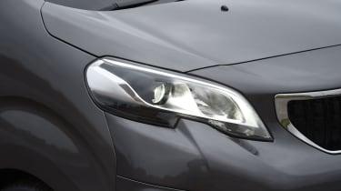 Peugeot Traveller 2017 - headlight