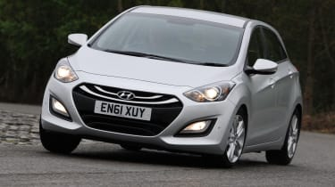 Hyundai i30 front cornering