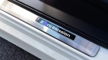 Nissan Leaf - sill