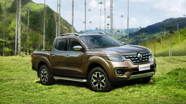 Renault Alaskan 2016 - official front quarter