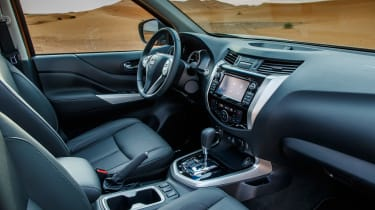 Nissan NP300 Navara pick-up dune - interior