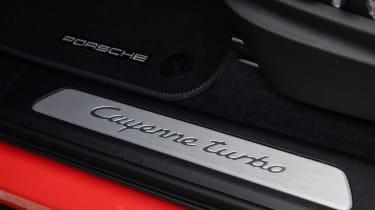 Porsche Cayenne Turbo Coupe - sill