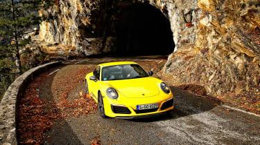 Porsche 911 Carrera T - front tunnel