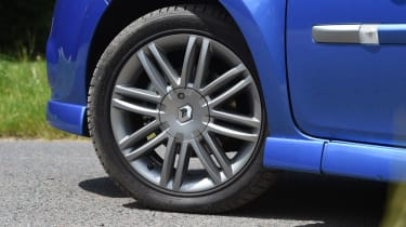 Renault Clio old vs new - Mk3 wheel