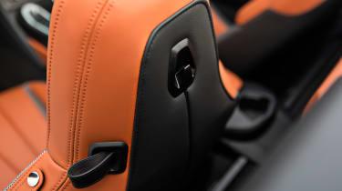 BMW i8 Roadster - headrest