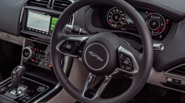 Jaguar XE P250 - steering wheel