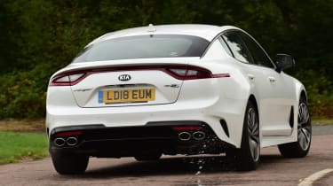 kia stinger tracking rear