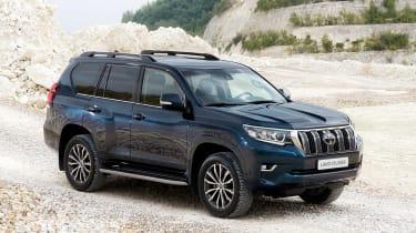 2018 Toyota Land Cruiser facelift front quarter