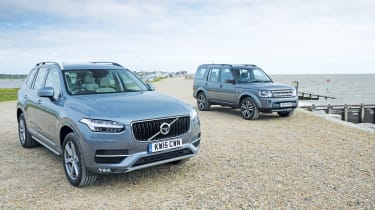 Volvo XC90 vs Land Rover Discovery 2