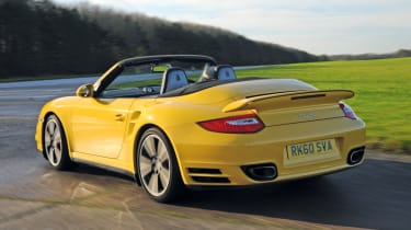 Porsche 911 Turbo Cabriolet rear tracking