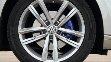 Volkswagen Passat GTE - wheel