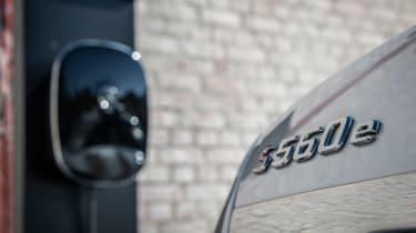 Mercedes S 560 e - charging