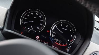 BMW X2 - dials