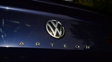 Twin test - VW Arteon - VW badge